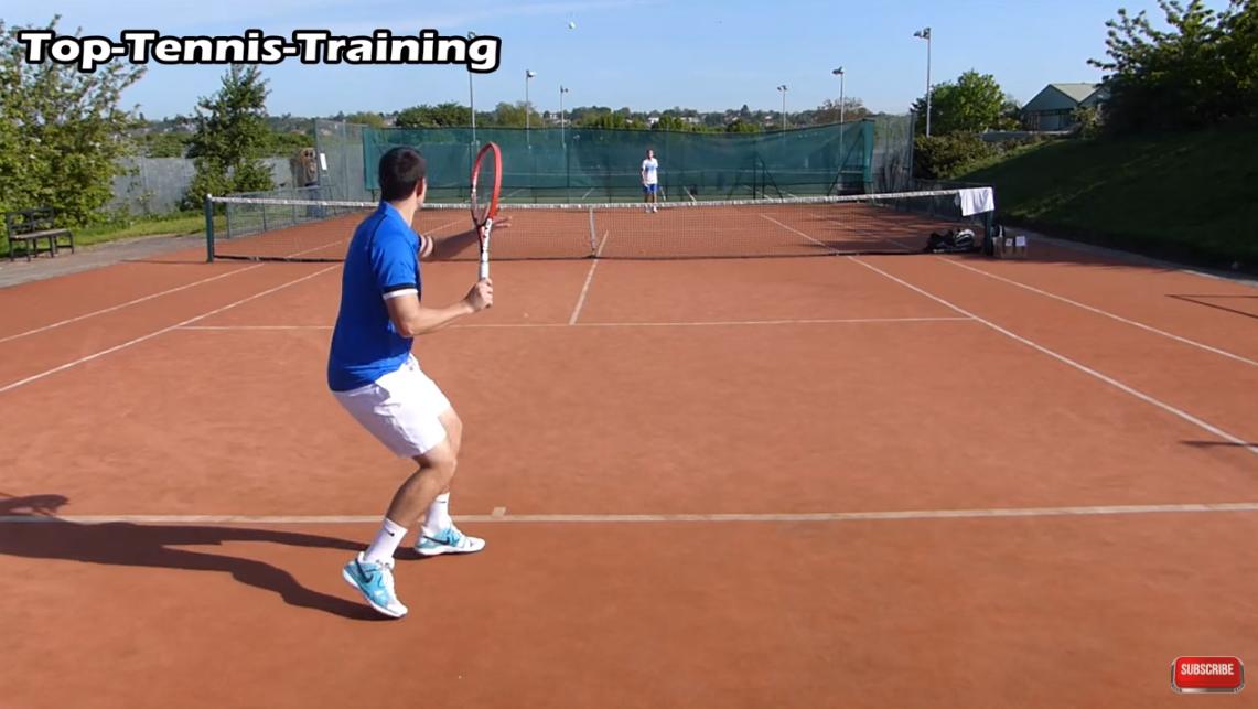 【海外動画レッスン】浅いボールを打ち込んで決めるための練習法。チャンスボールの見極め方、使える3つの足の動きなど